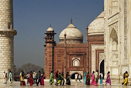 Entering the Taj Mahal, Agra, India. Seth Rosenblatt (c) 2006.