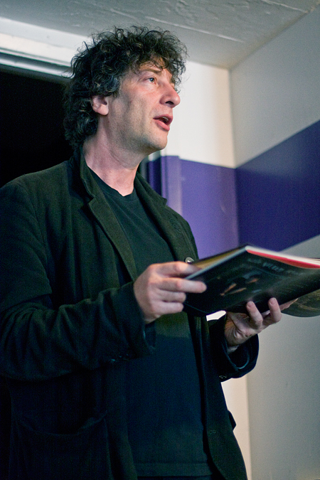Neil reads from Who Killed Amanda Palmer. Seth Rosenblatt (c) 2009.