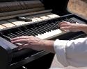 20080914-piano-trike-2-hands