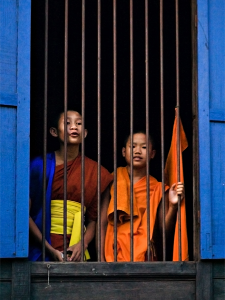 Young monks at Wat Sainyaphum, Savannaket, Laos. Seth Rosenblatt (c) 2006.