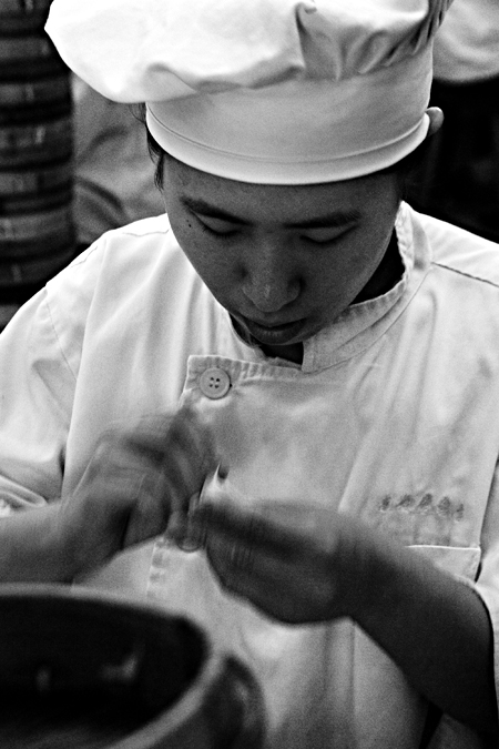 Making xialongbao at Nanxiang Steamed Bun Restaurant, Shanghai, China. Seth Rosenblatt (c) 2006.