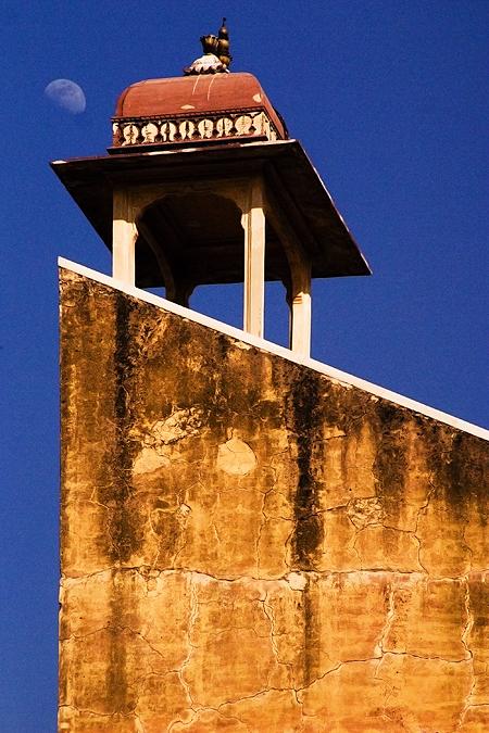 Shashihansa Yantra, Jantar Mantar in Jaipur, Rajasthan, India. Seth Rosenblatt (c) 2006.