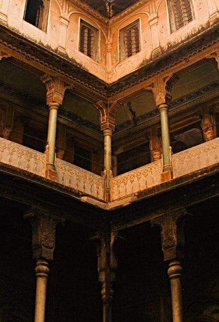 Bhagton-ki-Haveli balconies, Nawalgarh, Rajasthan, India. Seth Rosenblatt (c) 2006.