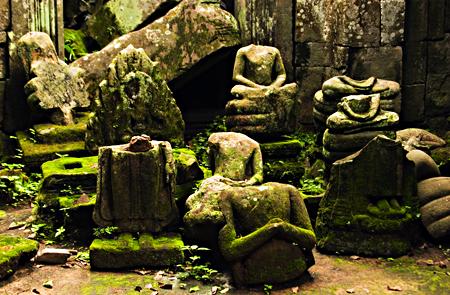 Statues inside Ta Prohm, Angkor Wat, Cambodia. Seth Rosenblatt (c) 2006.