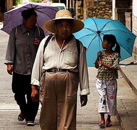 A midday stroll down Renmin Lu, Dali, Yunnan Province, China. Seth Rosenblatt (c) 2006.