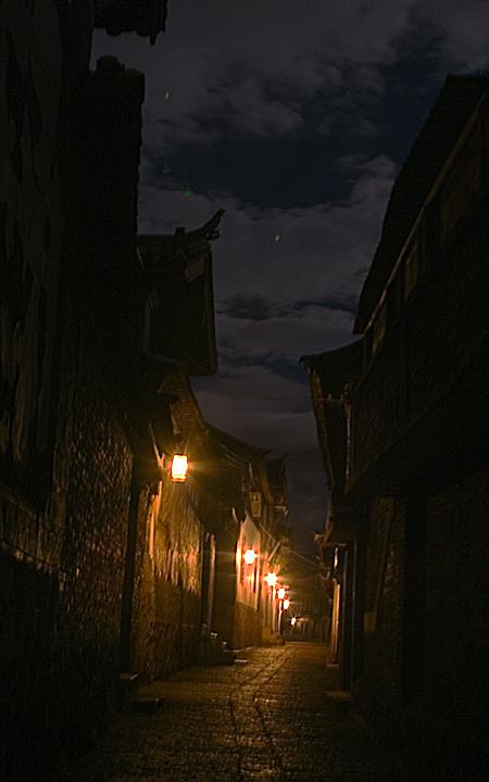 Old Town alley, Lijiang, Yunnan Province, China. Seth Rosenblatt (c) 2006.