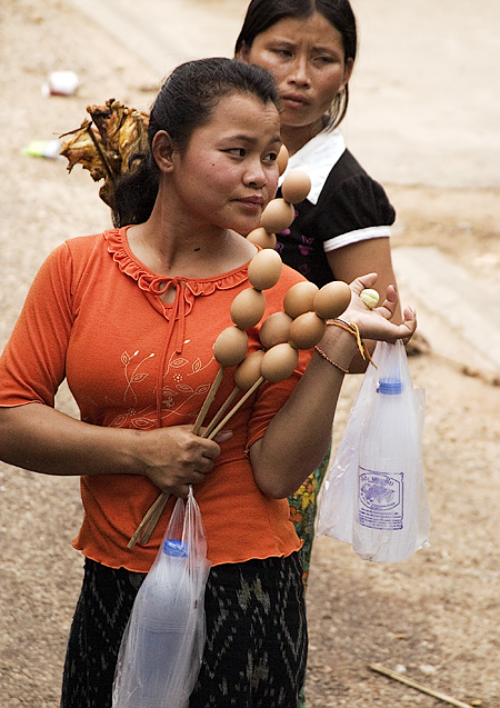 Roadside vendors, Route 9 to Savannakhet, Laos. Seth Rosenblatt (c) 2006.