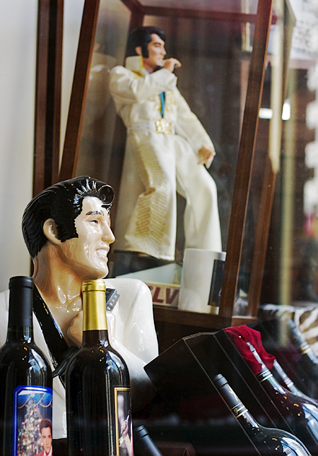 Elvis window display, Zain's Liquor's, 3rd St. and Market, San Francisco, CA. Seth Rosenblatt (c) 2007.