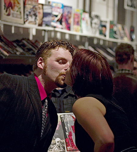 Comics are for Lovers, Isotope Comics, San Francisco. Seth Rosenblatt (c) 2007.