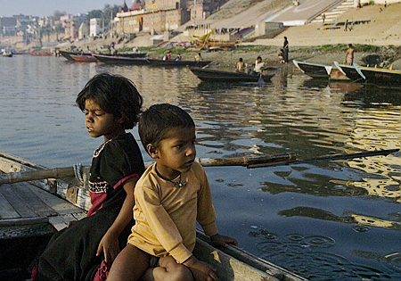 Children of a Ganges River boat driver, Varanasi, India. Seth Rosenblatt (c) 2006.